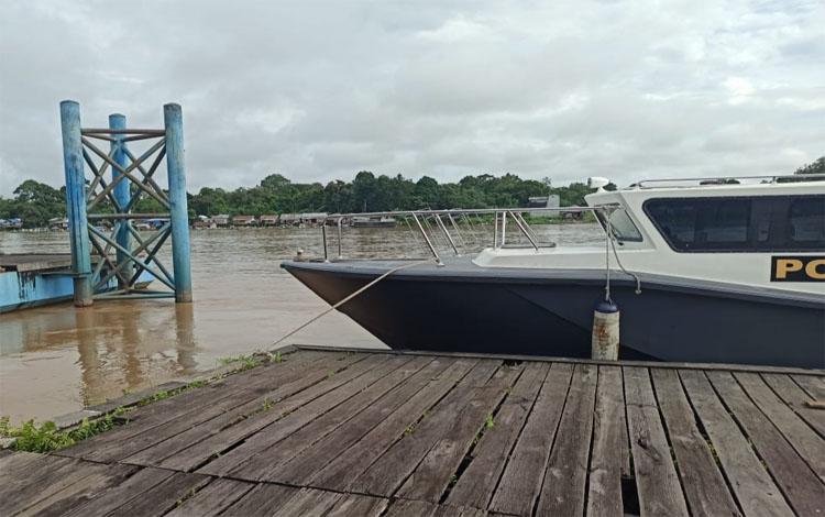 Kondisi tinggi air Sungai Katingan di Dermaga Ujung Hurung Kasongan hari ini meningkat 60 centi meter dibanding kemarin