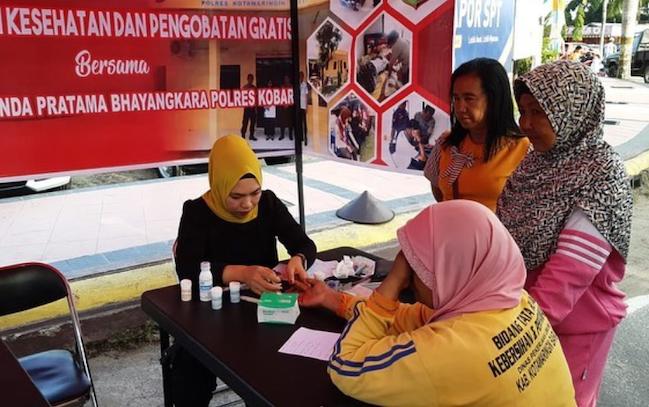 Pelayanan kesehatan gratis yang dilaksanakan Polres Kotawaringin Barat, di area Car Free Day Pangkalan Bun, Minggu, 22 Januari 2020.