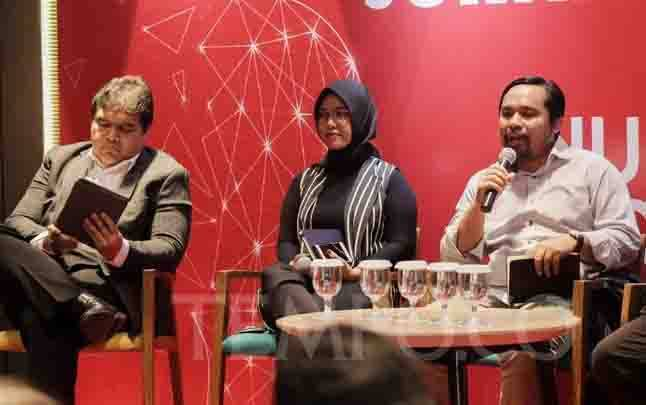 Dari kiri, Deputi II Kepala Staf Presiden Yanuar Nugroho, Founder Journocoders Indonesia Aghnia Adzikia, Sekretaris Jenderal Asosiasi Media Siber Indonesia Wahyu Dhyatmika. (foto : tempo.co)
