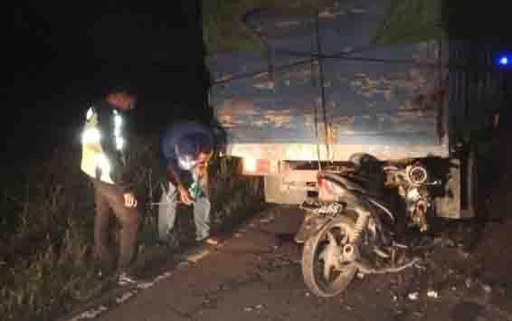 Sepeda motor menabrak truk dari belakang di Jalan Ahmad Yani Km 57 Kecamatan Pangkalan Banteng, Minggu, 26 Januari 2020 sekitar pukul 21.30 WIB.