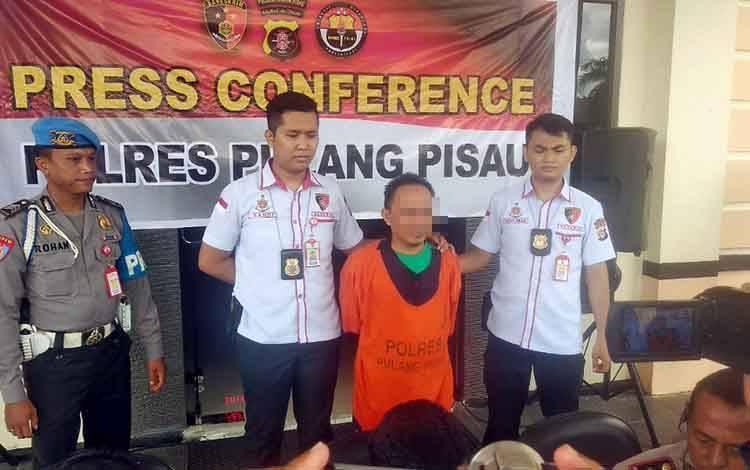 DIAMANKAN: Demi menikahi janda, HY (42) yang bekerja sebagai PNS di Kabupaten Pulang Pisau nekat memalsukan statusnya, Senin, 27 Januari 2020.