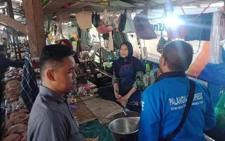 Pedagang pasar hungan berikan alasannya yang enggan dipindahkan