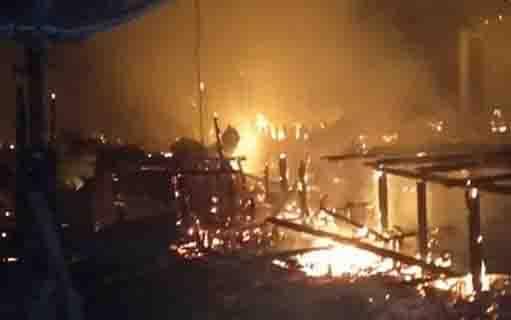 Kebakaran yang menghanguskan 7 rumah dan 3 gedung sarang walet di Barito Selatan.