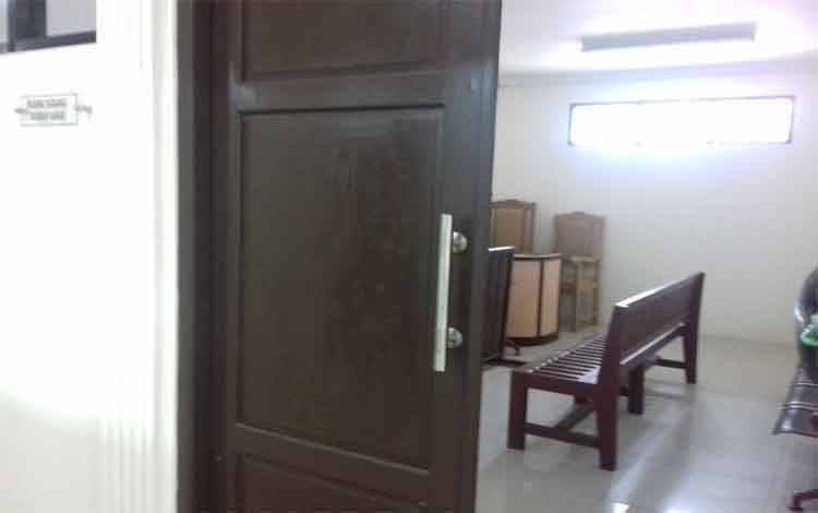 Depan ruang sidang anak di Pengadilan Negeri Sampit