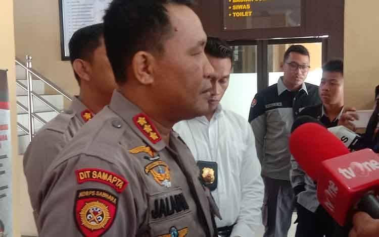 Kapolresta Palangka Raya, Kombes Pol Dwi Tunggal Jaladri saat menerangkan terkait peran orang tua dalam mengedukasi anak terkait penggunaan knalpot racing, Selasa 28 Januari 2020.