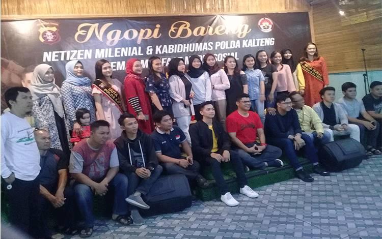 Netizen saat ngopi bareng bersama Bidumas Polda Kalteng di rumah makan Heppy Rasa, Jumat malam, 31 Januari 2020.
