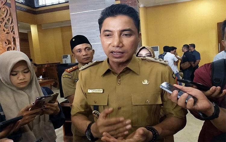 Bupati Kotim Supian Hadi menyampaikan bahwa pelantikan pejabat masih tetap terkendala wakil bupati yang maju bakal calon pada Pilkada.