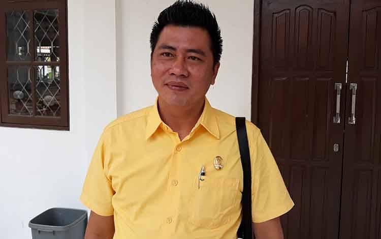 Anggota DPRD Kapuas Rahmad Jainudin apresiasi rehab jembatan penyeberangan Desa Batanjung