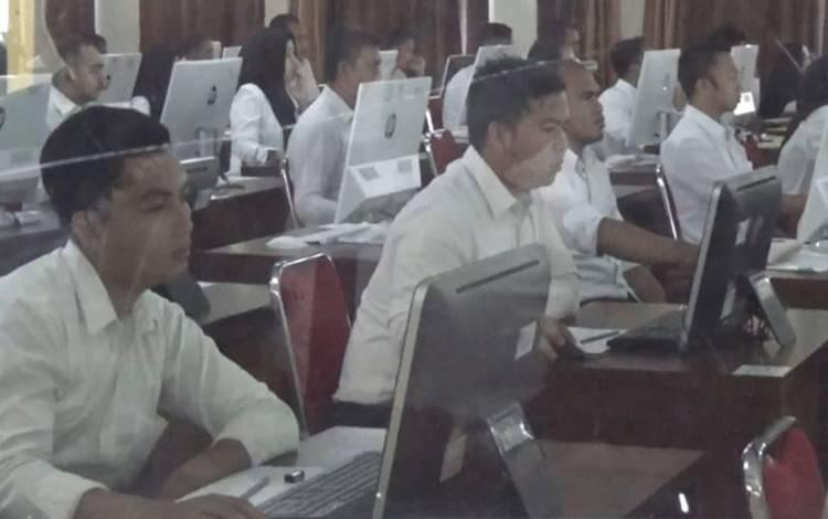 Sejumlah peserta tes CPNS saat mengikuti tes SKD. Bagi yang lulus SKd belum tentu bisa mengikuti tes SKB, Sabtu, 8 Februari 2020.