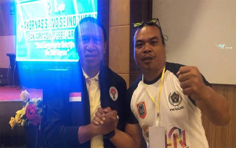 Ketua SIWO PWI Kalteng Giben (kanan) mengatakan siap mendorong atlet masuk olimpiade. Foto saat bersama Menteri Pemuda dan Olahraga atau Menpora, Zainudin Amali.