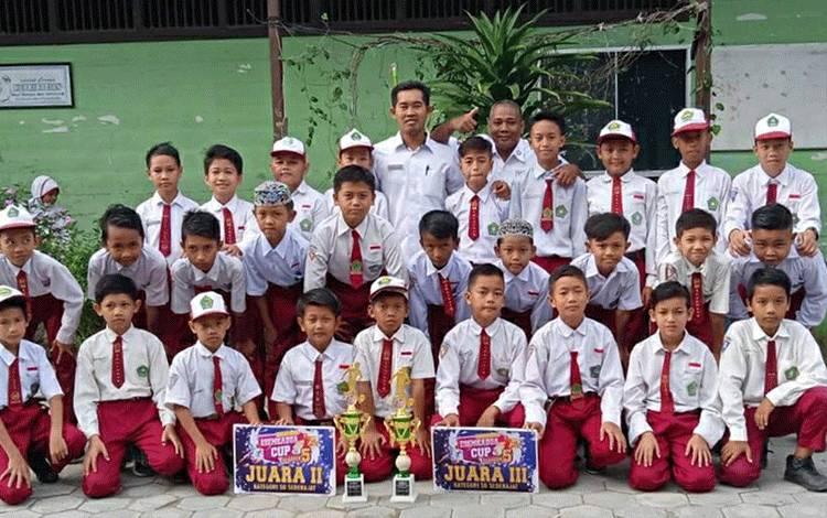 Tim Futsal MIN 1 Kapuas berhasil raih prestasi pada Esemkadua Cup V