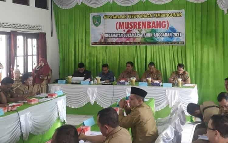 Pembukaan Musrenbang Kecamatan Sukamara di aula kecamatan setempat.