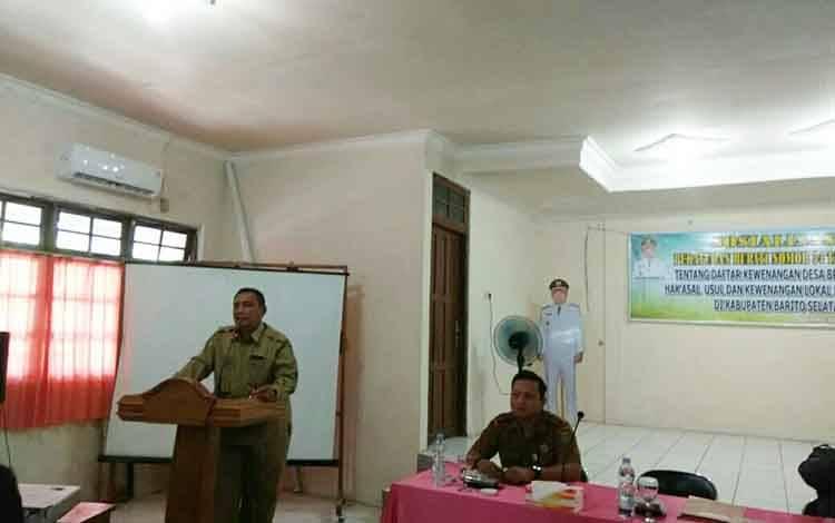 Asisten III Setda Barito Selatan, Aslianson sedang memberikan sambutan