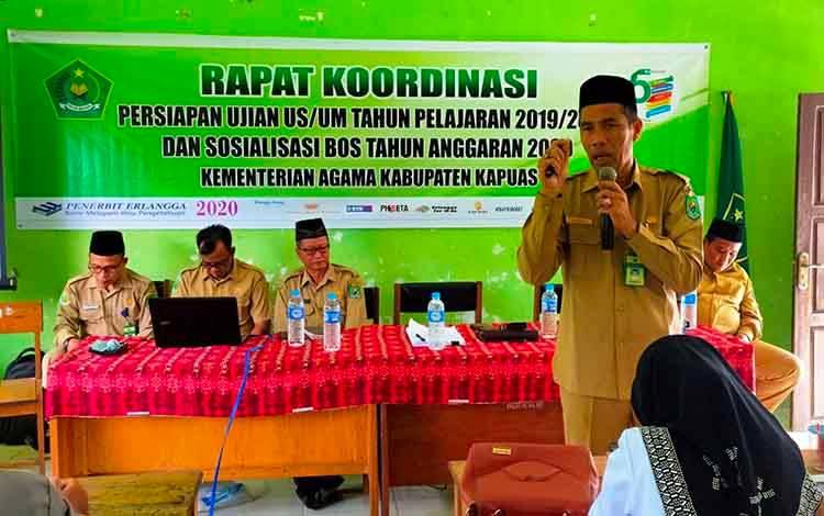 Suasana Kemenag Kapuas sosialisasikan Juknis BOP RA dan Dana BOS tahun 2020 bertempat di MIN 3 Kapuas, Senin, 10 Februari 2020