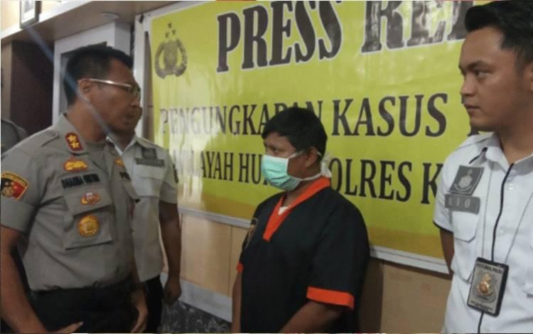 Tersangka FA mucikari online yang ditangkap Sat Reskrim Polres Kobar, Minggu, 9 Februari 2020