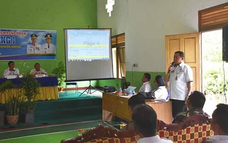 Suasana saat Musrenbang di Kantor Kecamatan Basarang untuk susun RKPD Kabupaten Kapuas tahun 2021.