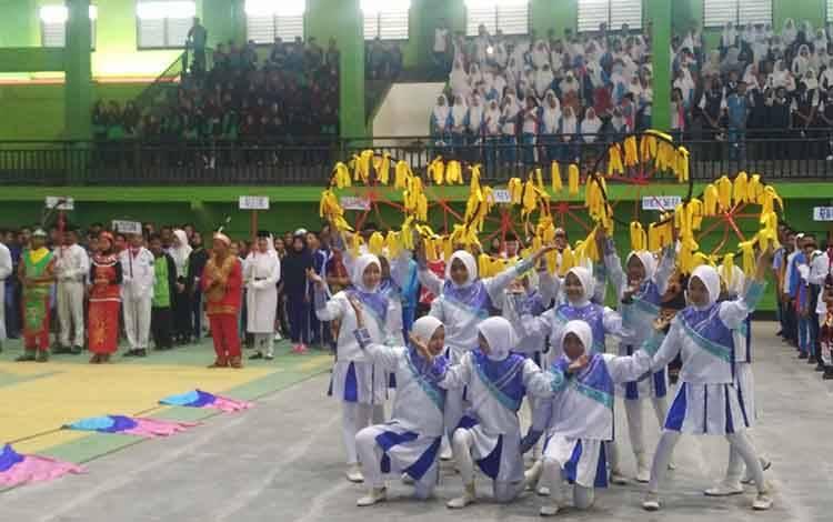 Sejumlah siswa SMP di Kotim saat mengikuti gebyar siswa. Sementara, rata-rata lama sekolah seorang anak di Kotim hanya sampai Kelas II SMP.