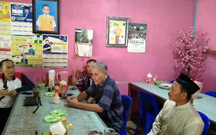 Ketua PSHT Kotim yang diketui Hardi saat jumpa pers.