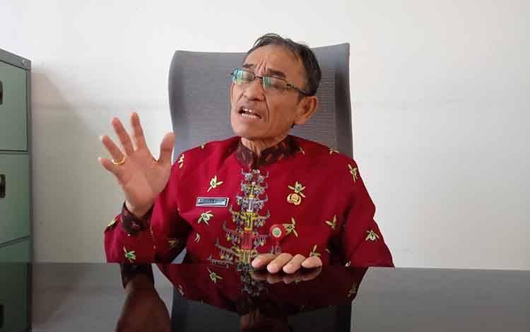 Kepala Disdukcapil Kabupaten Barito Timur Nakaria F Pundeh.