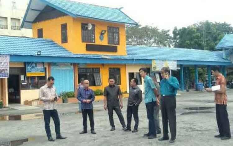 Komisi I DPRD Kotim saat ke terminal Patih Rumbih lahan tempat tukar guling tanah kuburan.