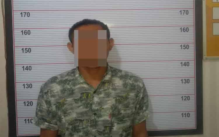Muhamad Syahripan Nur (21) asal Desa Runtu diamankan polisi karena membawa keris