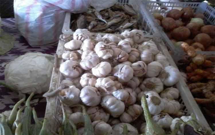 Harga bawang putih dan merah di Kasongan masih bertahan mahal