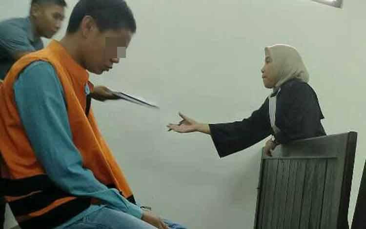 Bakir Purnomo alias Bakir terdakwa kasus begal saat di Pengadilan Negeri Sampit.