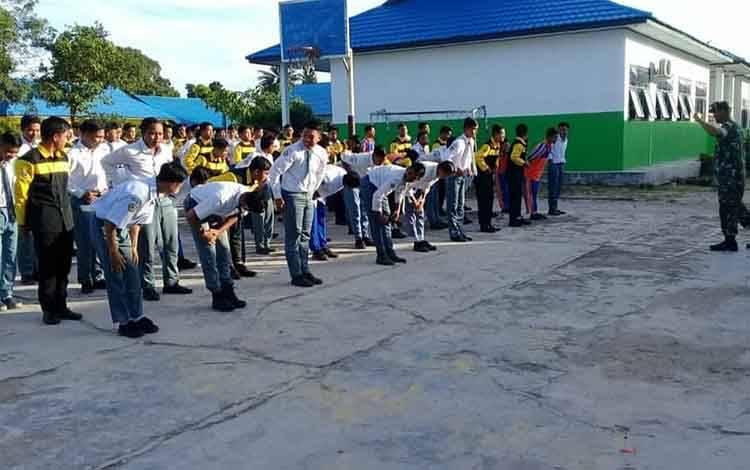 Kodim 1014/Pbn tanamkan pendidikan karakter, pada siswa-siswi SMKS Muhammadiyah Pangkalan Bun.