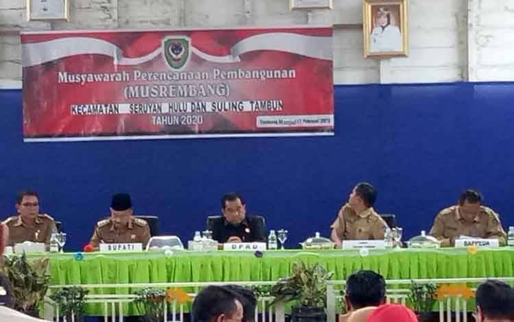 Bupati Seruyan yulhaidir saat menghadiri Musrenbang Kecamatan di Tumbang Manjul