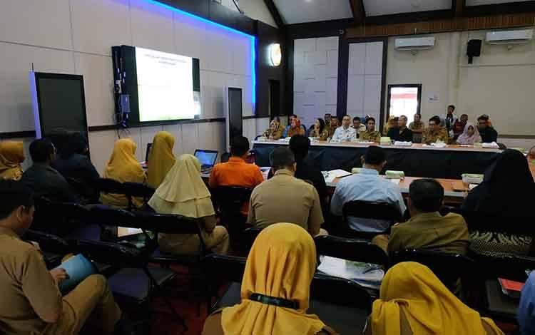 Sejumlah perwakilan SOPD saat mengikuti rapat pembahasan Kotim dalam angka. Pemerintah dorong SOPD meningkatkan pengelolaan data sektoral, Selasa, 18 Februari 2020.