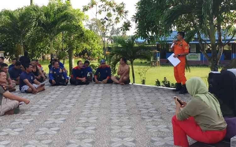 Kepala Sub Seksi Sumber Daya, Marjito saat memberikan pengarahan, Rabu (17/2/2019).
