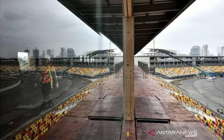 Situasi pengerjaan sirkuit yang akan menggelar Grand Prix Vietnam di Hanoi. Foto diambil pada 14 Februari 2020. (AFP/MANAN VATSYAYANA)