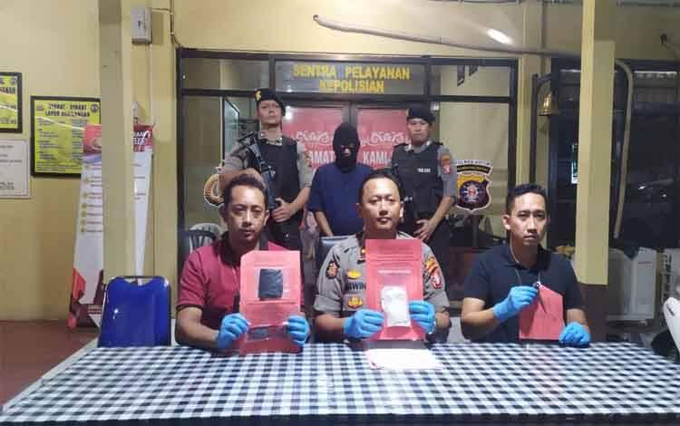 Kapolsek Ketapang Kompol Wiwin Junianto Supriadi ekspos kasus sabu