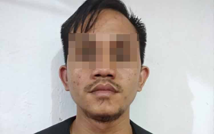 Seorang tenaga honorer, TH alias An(31), Warga Desa Sarapat RT 03 Kecanatan Dusun Timur Kabupaten Barito Timur ditangkap polisi karenda dilaporkan mencurialat musik milik gereja.