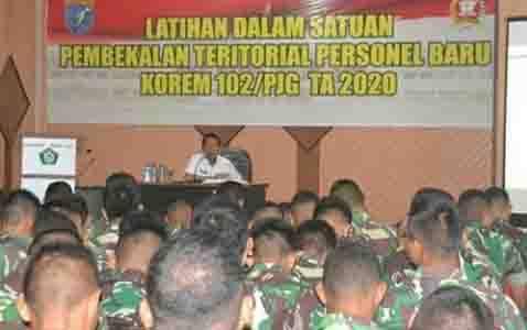 Camat Jekan Raya, Saifullah menjadi pemateri pada Latihan Dalam Satuan Personel Baru Korem Panju Panjung, Kamis, 20 Februari 2020.