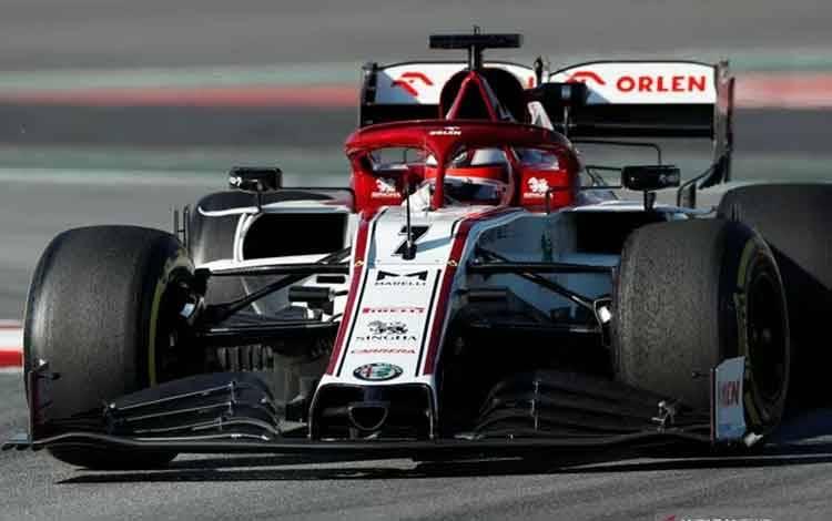 Pebalap tim Alfa Romeo Kimi Raikkonen menjalani sesi tes pramusim yang digelar di Sirkuit Barcelona-Catalunya, Spanyol, Kamis (20/2/2020) Reuters/Albert Gea