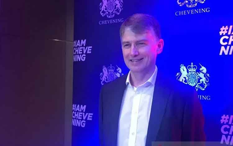 Duta Besar Inggris untuk Indonesia dan Timor Leste, Owen Jenkins, dalam acara penyambutan penerima beasiswa Chevening 2018-2019 di Kedutaan Besar Inggris di Jakarta, Kamis (20/2/2020). (ANTARA/Aria Cindyara)