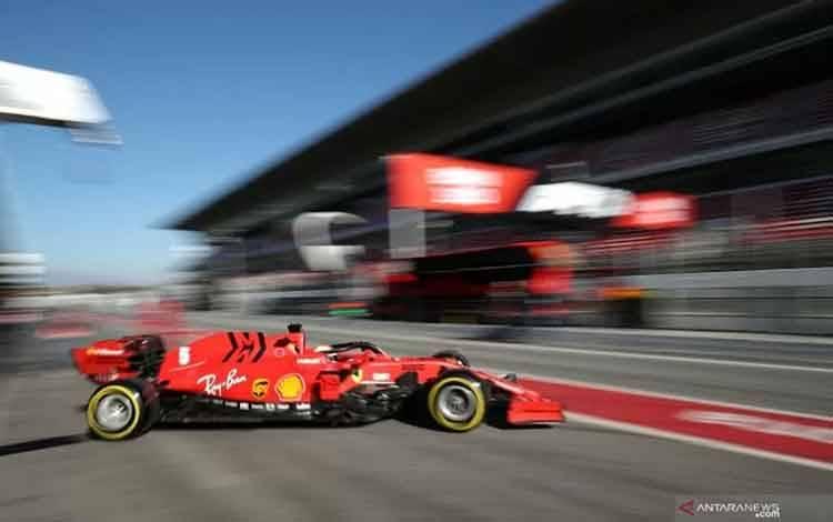 Pebalap Ferrari Sebastian Vettel menjalani sesi tes pramusim yang digelar di Sirkuit Barcelona-Catalunya, Spanyol, Kamis (20/2/2020) . ANTARA/Reuters/Albert Gea.