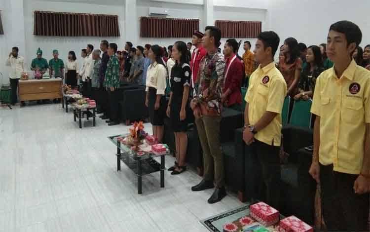 Ketua Parisada Hindu Dharma Indonesia, I Made Sadyana menghadiri Diklat KHMDI di aula IAHN-TP Palangka Raya