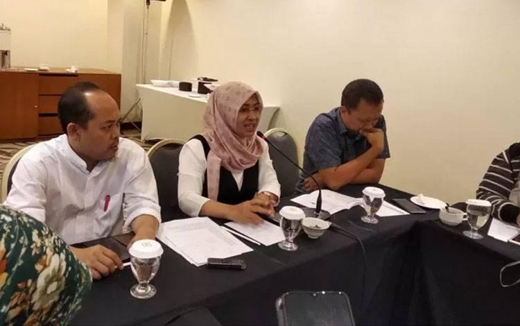 Pelaksana tugas Direktur Pendidikan Profesi dan Pembinaan Ditjen Guru dan Tenaga Kependidikan Kementerian Pendidikan dan Kebudayaan (Kemendikbud) Santi Ambarukmi (tengah) di Jakarta, Kamis. (ANTARA/Indriani)