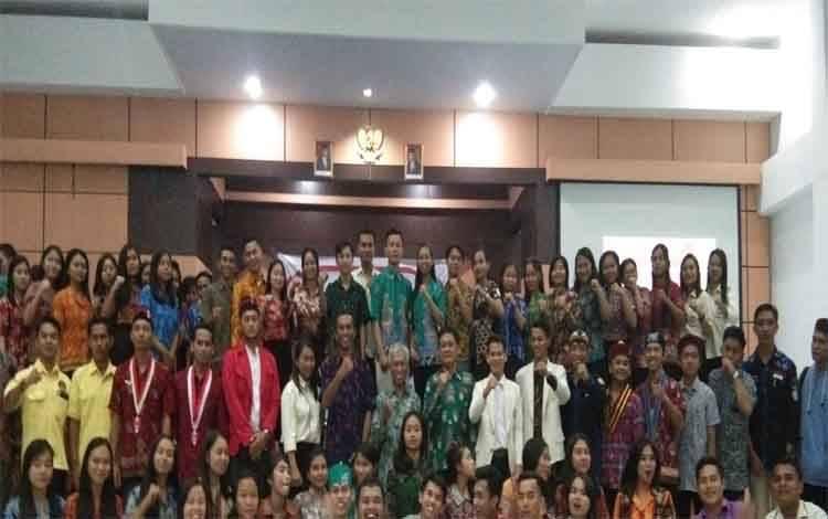 Foto bersama setelah kegiatan diklat selesai di Aula Studen Center IAHN-TP Palangka Raya