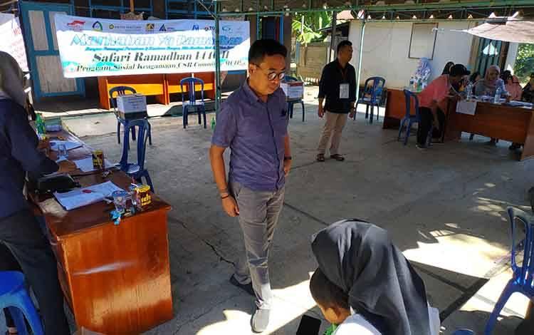 Plt Kepala Dinsos PMD Kabupaten Barito Utara, Eveready Noor saat memantau pemilihan BPD, Sabtu 22 Februari 2020.