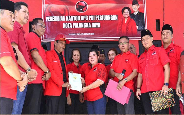 Suasana peresmian kantor DPC PDIP Kota Palangka Raya