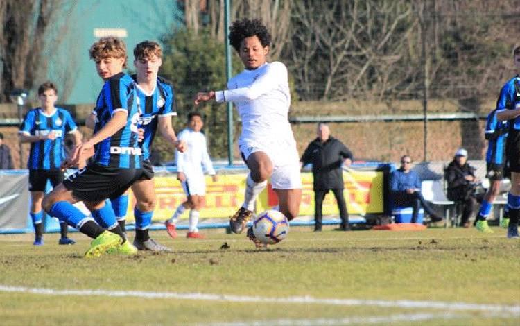 Pemain Garuda Select, Bagus Kahfi, dalam laga melawan Inter Milan di Sunning Development Center, Milan, Rabu, 22 Januari 2020. Garuda Select takluk 2-3. (pssi.org)