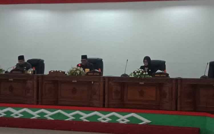 wakil ketua I DPRD Barsel, Moch Yusuf Kalem Pimpin rapat paripurna