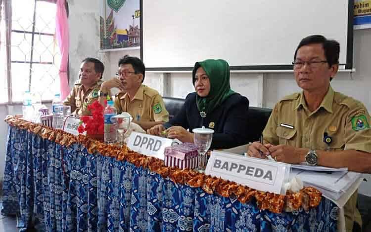 Anggota DPRD Kapuas Noni Ermirawati menghadiri Musrenbang Kecamatan Kapuas Kuala, Senin 24 Februari 2020