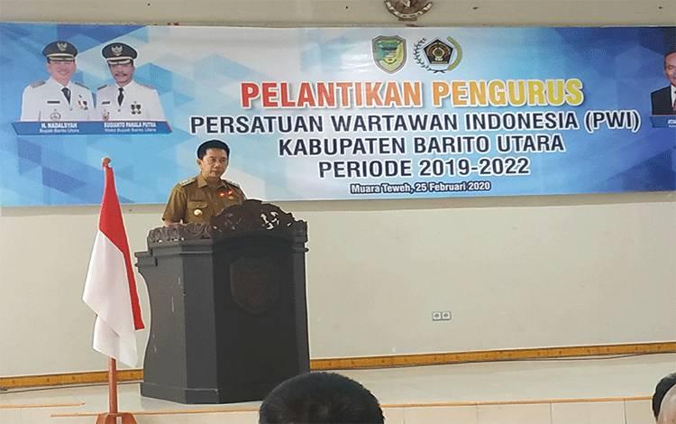 Bupati Barito Utara H Nadalsyah saat memberikan sambutan pada kegiatan pelantikan pengurus PWI Kabupaten Barito Utara periode 2019-2022, Selasa 25 Februari 2020.