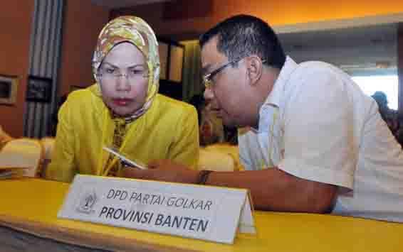 Ketua DPD I Golkar provinsi Banten terpilih Tatu Chasanah (kiri). (foto : tempo.co)