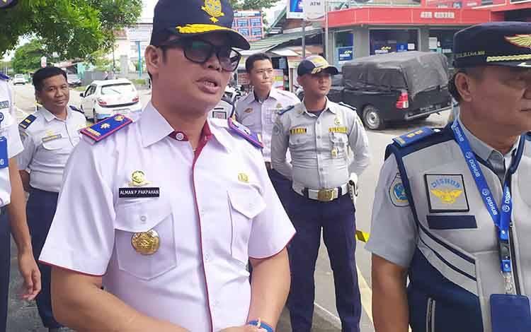 Kepala Dinas Perhubungan Kota Palangka Raya, Alman Pakpahan mengatakan, 62 orang pengelola parkir sudah membayar pajak.