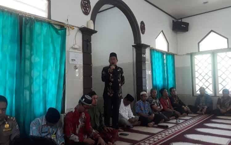 Wakil Bupati Mura Rejikinoor saat menyampaikan arahan pada kegiatan siraman rohani pegawai Pemkab Mura, Kamis 27 Februari 2020.